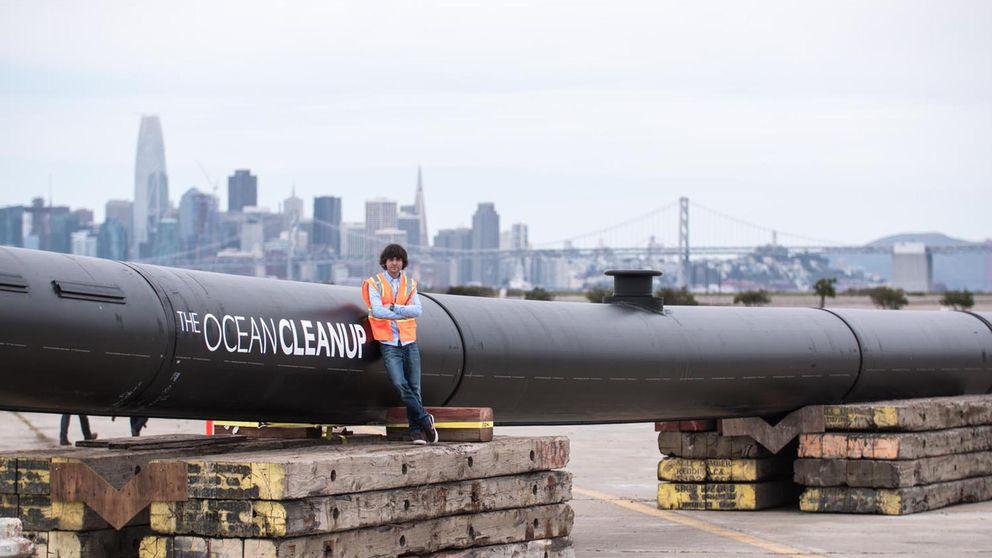 Boyan Slat från Nederländerna är initiativtagare till städprojektet The Ocean Cleanup. 600 meter långa barriärer ska nu läggas ut för att samla ihop plastskräpet i Stilla havet.
