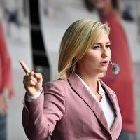 Kristdemokraternas partiledare Ebba Busch Thor håller torgmöte i Göteborg.