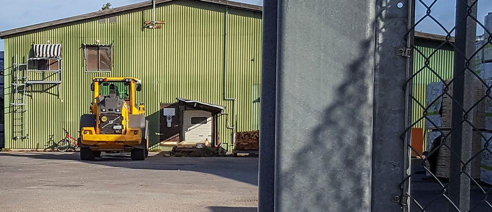 En person påkörd av hjullastare i Valbo.