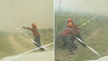 Här kämpar brandmännen mot eldtornadon.
