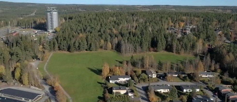 bild från luften över området vid skidstadion i Östersund, skog och hus.