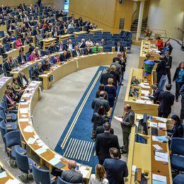 Kö av riksdagsledamöter till valurnan under talmansvalet i riksdagens plenisal i Stockholm i samband med uppropet av den nyvalda riksdagen 2014.