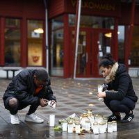 Offren i skolattacken i Trollhättan hedras med tända ljus utanför Kronans skola.