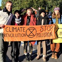Medlemmar ur Extinction Rebellion i Sverige har åkt till Berlin för att delta i blockader och protester som ska pågå under en vecka.