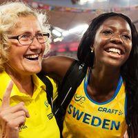 Khaddi Sagnia jublar tillsammans med sin tränare Katrin Klaup efter längdhoppsfinalen vid VM i Peking 2015.