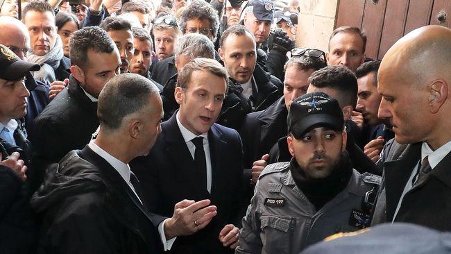 """Macron ryter ifrån mot israelisk polis: """"Gå ut!"""""""