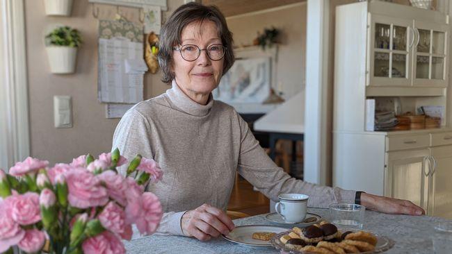 Ann ordnar fikaträffar för ensamma pensionärer i Västerås