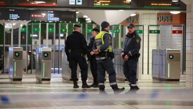 Tonåring död efter knivattack i Stockholm