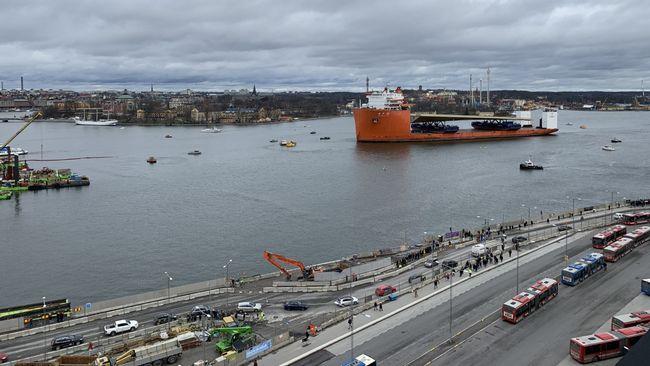 Guldbron vid Slussen får försenad premiär