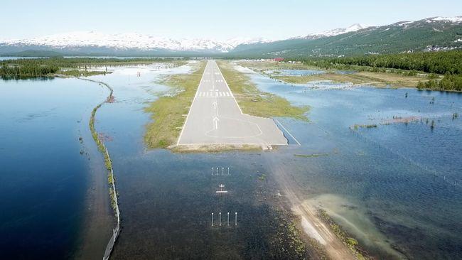 Se översvämningen som stänger flygplatsen i Hemavan