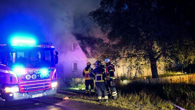 En person till sjukhus efter kraftig villabrand