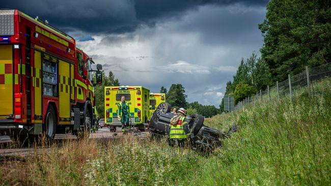 Stopp på riksväg 70 efter olycka – bil voltade