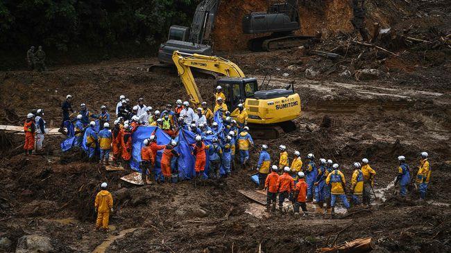 Mer regn väntas i redan översvämmade Japan