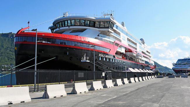 Flera sjuka efter coronautbrott på Hurtigruten-fartyg