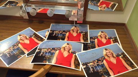Signerade bilder på Sanna Nielsen.