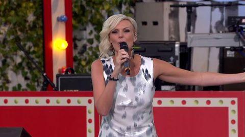 Sanna Nielsen i Allsång på Skansen 2014.