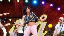 En av dansarna i Sanna Nielsens showgrupp.