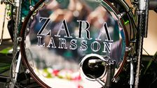 Zara Larsson har anlänt.