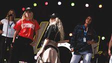 Peg Parnevik med sina dansare.