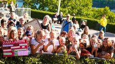 Zara Larsson-fans i publiken.