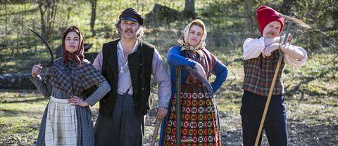 Lotta Lundgren, Erik Haag, Kakan Hermansson och Olof Wretling prövar livet som emigranter.