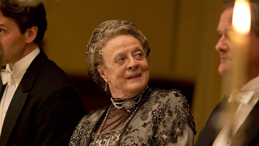 Änkegrevinnan av Grantham, Violet (Dame Maggie Smith) sitter vid middagsbordet.