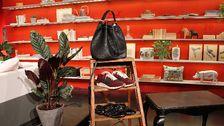 Väska, Lindex. Sneakers, Zara. Svarta ballerinaskor, Zara.
