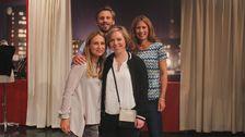 Kvällens gäst Karin med stylisten Satu Manganas, Jim Pirard och programledaren Linda Olofsson.