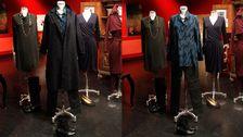 Blå- och svartmönstrad blus, Marlene Birger. Svartvaxad byxa, In Wear. Blå kappa, Zara. Halsband, H&M. Stövlett, Gabor.