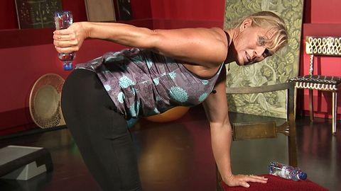 Sofia Åhman visar dagens övning.