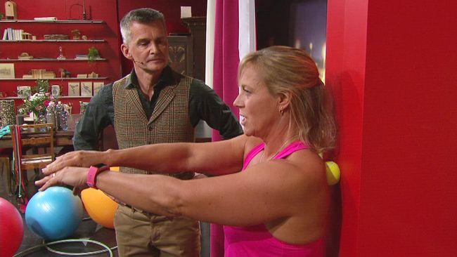 Go'kvälls träningsexpert Sofia Åhman visar hur du kan få bukt med ryggont med hjälp av en tennisboll.