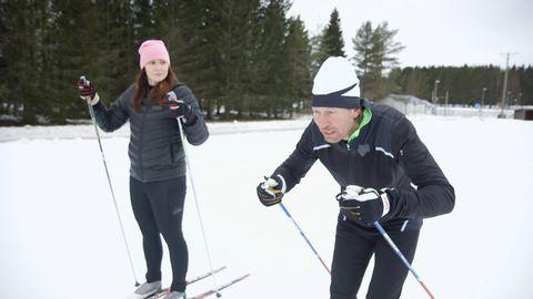 Mattias ger Erica Stenberg tips på hur hon kan förbättre sin stakning genom tyngdöverföring, magstyrka och armarnas betydelse.