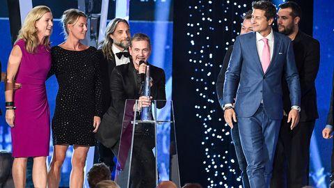 Gänget bakom Eurovision håller tacktal.