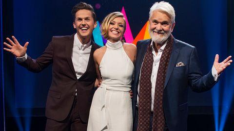 Bild på David Lindgren, Clara Henry och Hasse Andersson som leder Melodifestivalen2017.