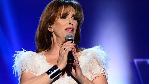"""Sylvia Vrethammar sjunger """"Trivialitet""""."""