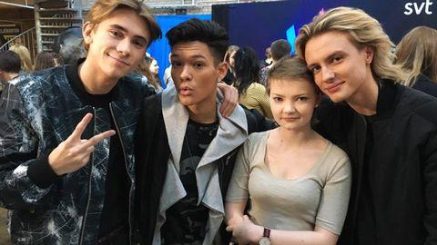 Bild på när Olivia Hultman, 13, träffade The Foo Conspiracy hos SVT.