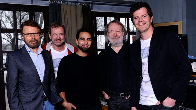 Björn Ulvaeus, Christer Björkman, Ash (Aviciis producent), Benny Andersson och Martin Österdahl är alla stolta över samarbetet.