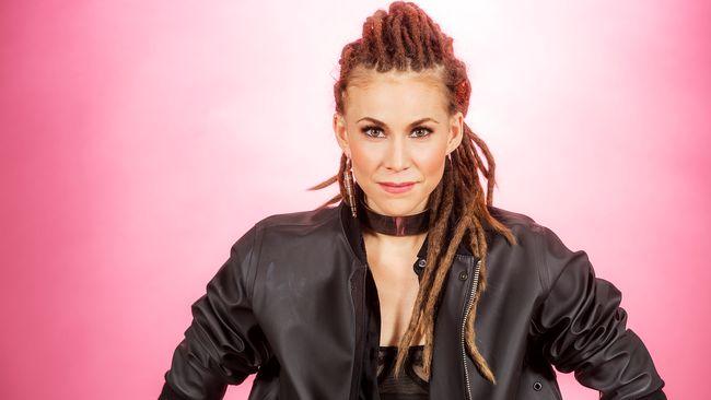 """Bild på Mariette, som sjunger """"A Million Years"""" i Melodifestivalen2017."""