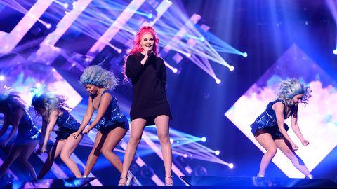 """Dinah Nah repeterar låten """"One More Night"""" inför Melodifestivalen 2017."""
