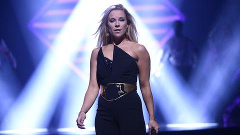 "Stina Stjernkvist framför ""Snurra min jord"" i Melodifestivalen 2017."