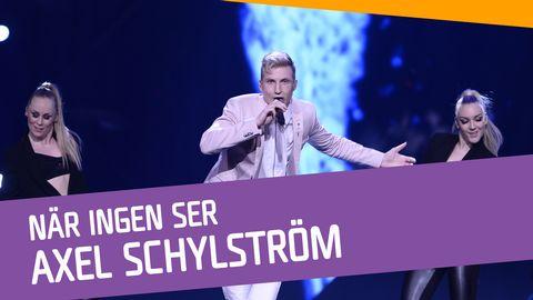 """Se Axel Schylström sjunga """"När ingen ser"""" i Andra chansen."""