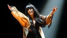 Bild på Loreen som framför Euphoria, vinnare av Melodifestivalen 2012.