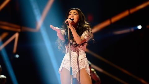 Se Samras framträdande i semifinalen.