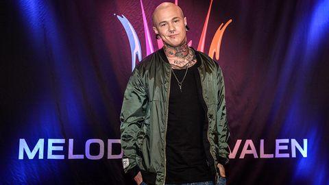 Linus Svenning tävlar i Melodifestivalen 2015.