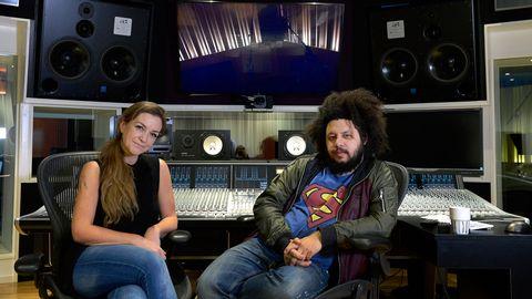 Linnea och Joy Deb i studion.