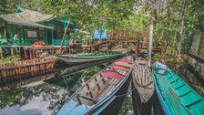 Båtar i vatten på Borneo.