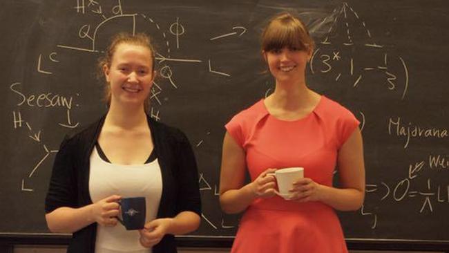 Doktoranderna Stella Riad och Jessica Elevant driver Fysikerpodden.
