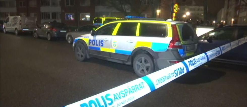 Polisen har spärrat av området där den skottskadade mannen hittades.