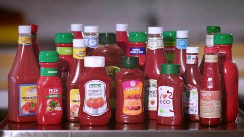 Ketchupflaskor i mängder.