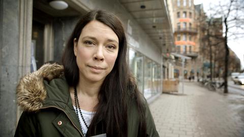 Åsa Avdic på gata i Stockholm.
